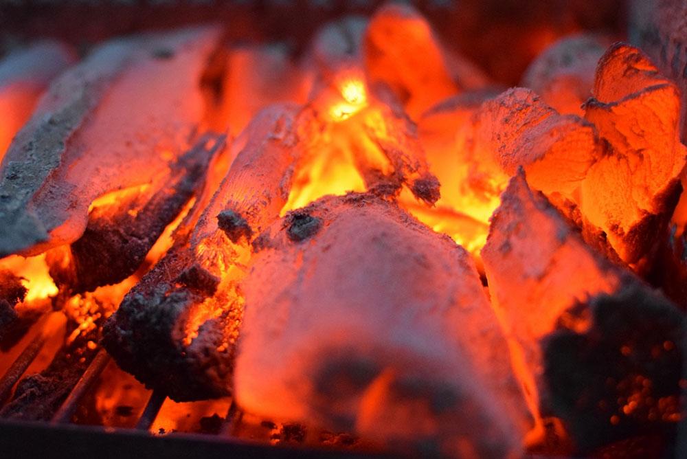 燃焼中の備長炭